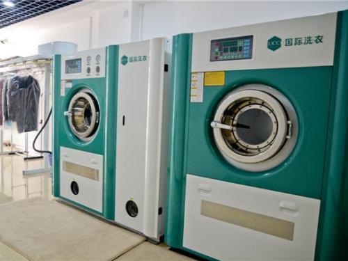 开品牌干洗店买设备需要多少钱?