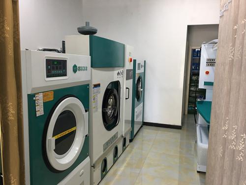 干洗店投资购买设备费用高吗?