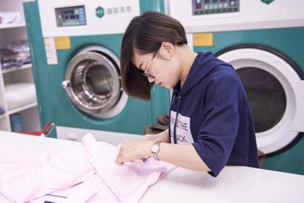 干洗店和母婴生活馆加盟哪个更赚钱