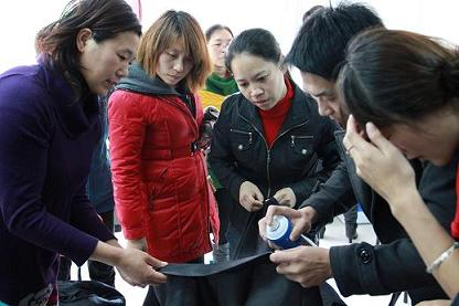 UCC国际洗衣霍女士在参与总部培训中